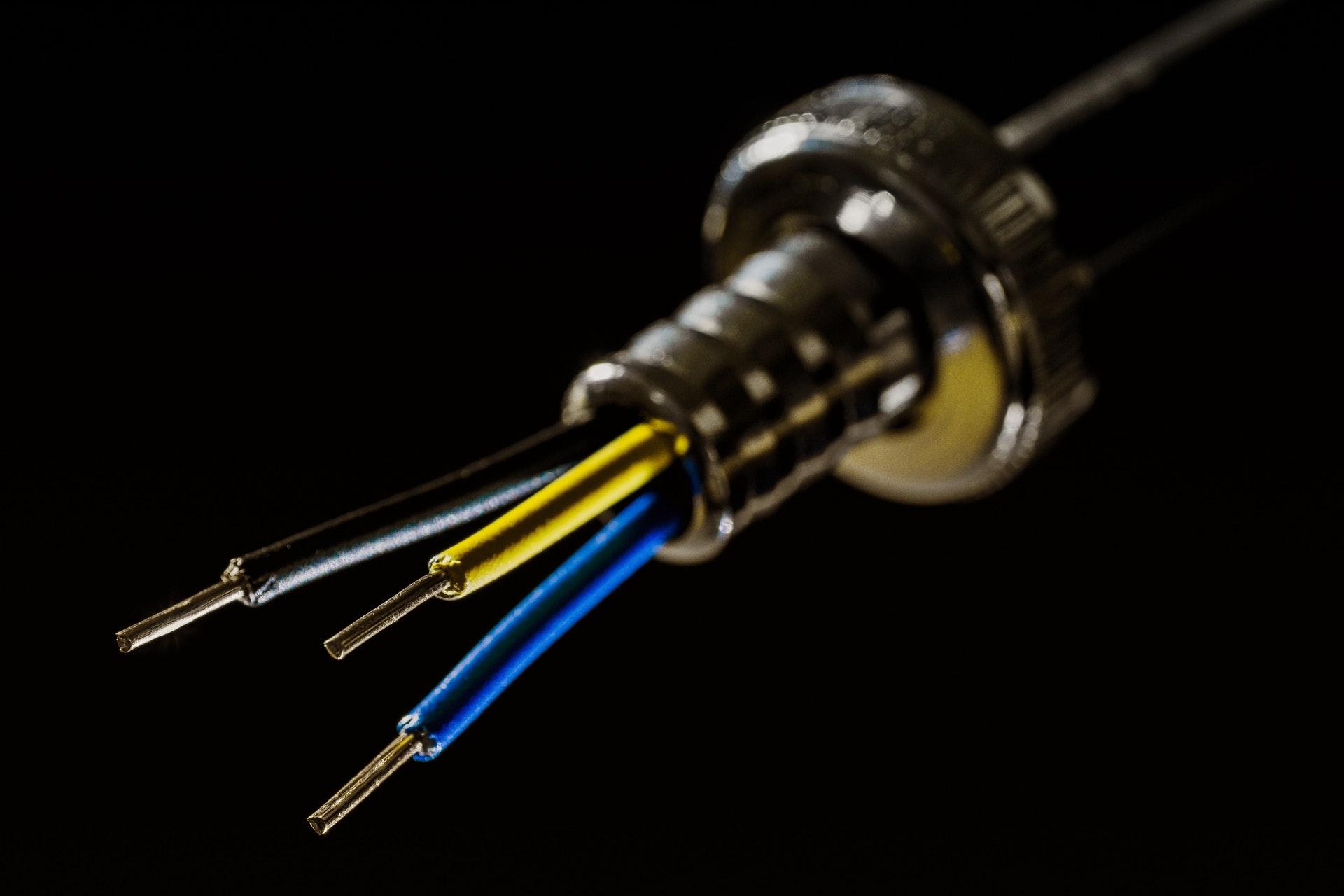 Hurtownia elektryczna online: dlaczego warto w niej kupować?