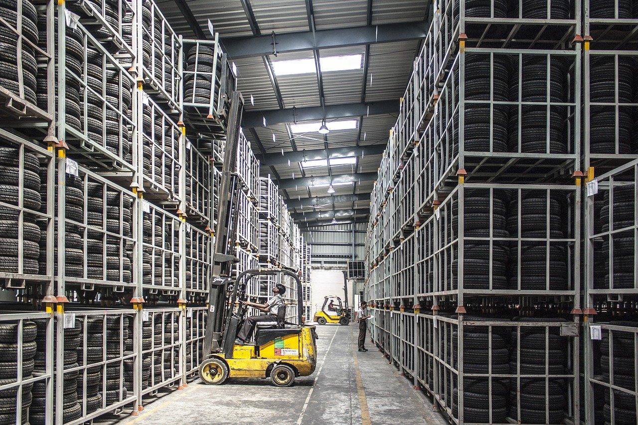 Usprawnienie i automatyzacja procesów magazynowych – sposób na skuteczne zarządzanie?